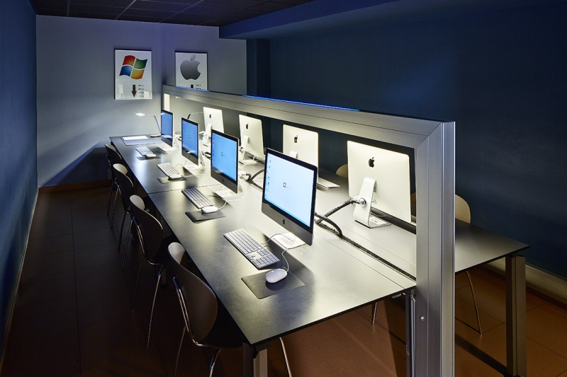 Superieur Computers Room