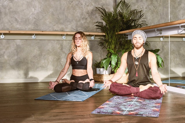 Beneficios del yoga para el cerebro de un estudiante