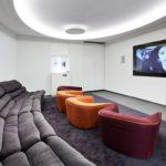 ¿Qué salas ofrece la Residencia Sarriá para los estudiantes?